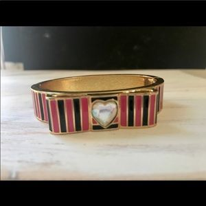💕 Beautiful Betsey Johnson bangle 💕